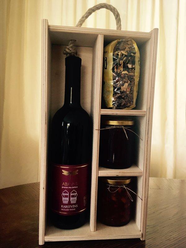 Lielā vīna un saldumu kaste