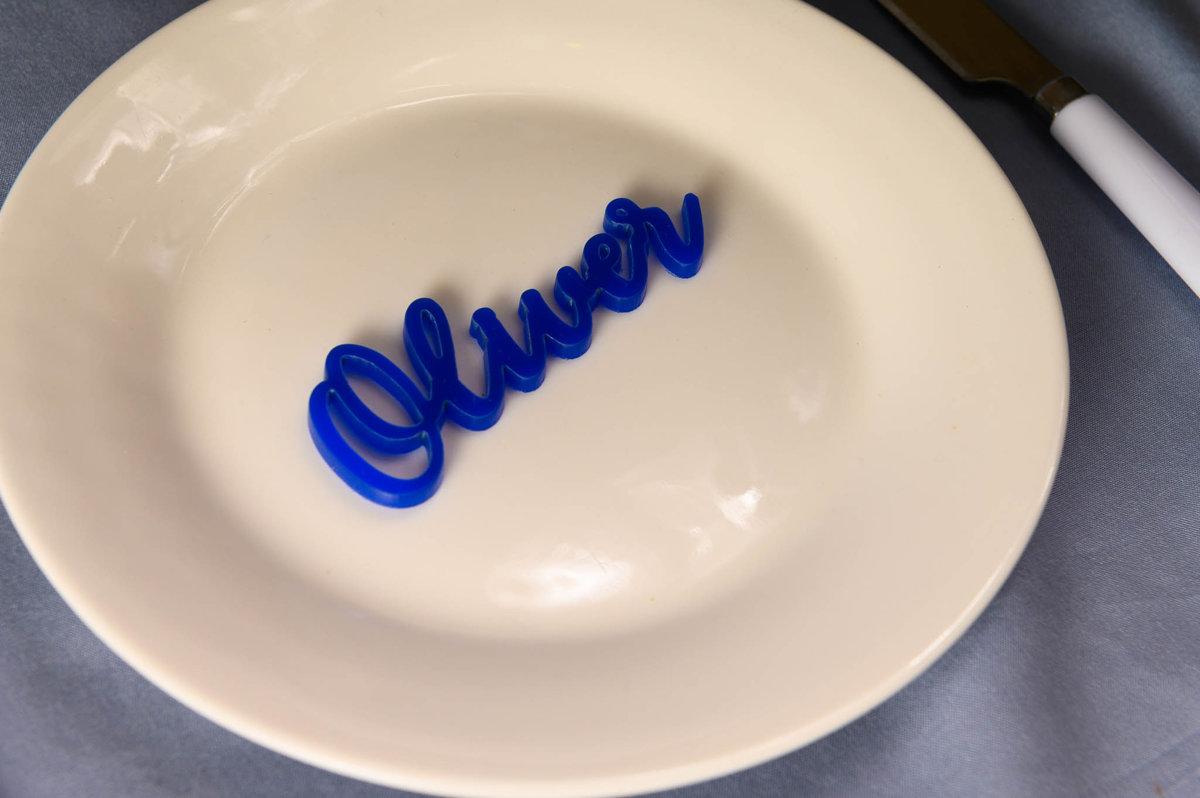 Zilas krāsas galda vārds