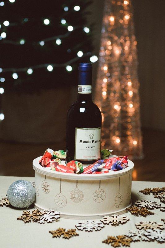 Vīna un saldumu apaļā kaste