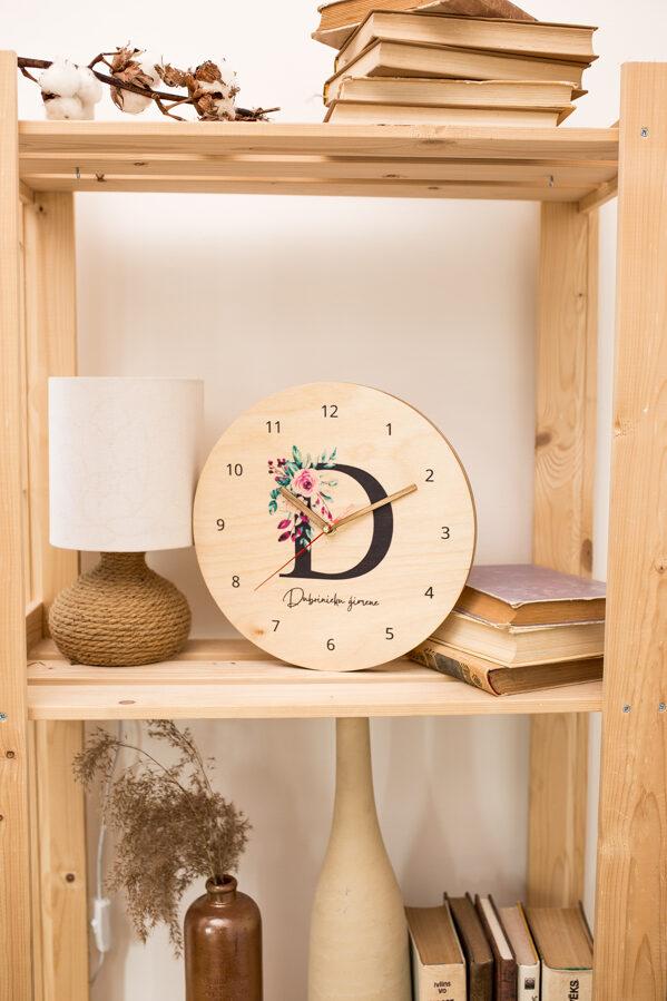 Pulkstenis ar ziedu burtu vai ciparu
